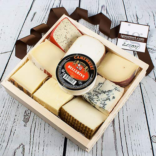 Cheese Lovers Sampler in Gift Basket 72.8 ounce