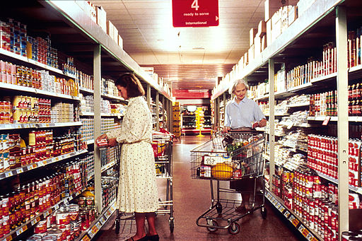 Women_grocery_shopping